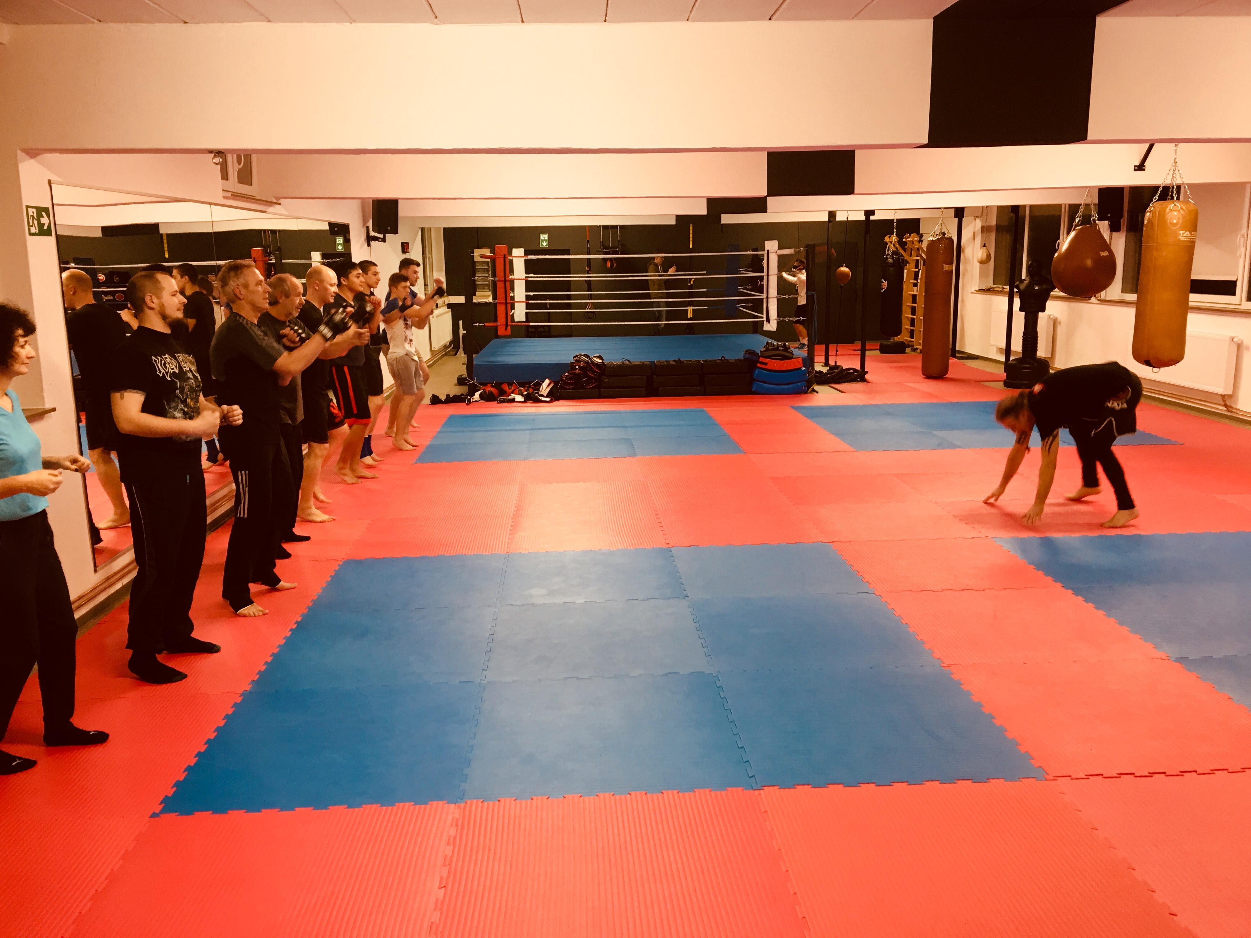 Aufwärmtraining im Bünder Kampfsport Fitness